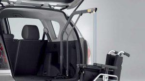 スウェーデン・オートアダプト製の車いす収納リフト、カロリフト90