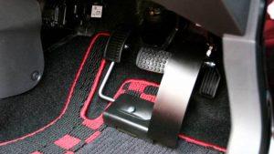 スウェーデン・オートアダプト製の左足着脱式アクセルペダル「クイックリリース」
