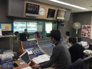 福祉車両改造の株式会社タスク代表田村昌士が、ラジオ関西にスタジオ到着