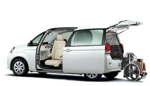トヨタポルテ、車いす収納リフト付きの福祉車両