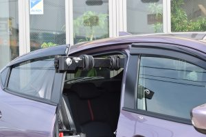 イタリア・キヴィ製の車いす収納装置「ピラーリフト」