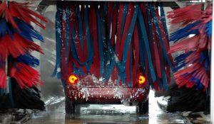 車いす収納リフトが装着したクルマの洗車