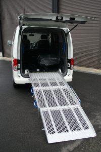 ニッサンNV200をスロープ付き福祉車両に改造