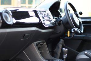 フォルクスワーゲンUPに手動運転装置カロスピードメノックスを後付け改造