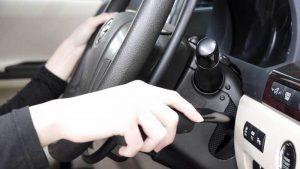 イタリア・KIVI(キヴィ)製の手動運転装置。アクセルリング&ブレーキレバー