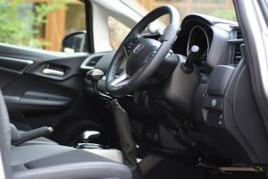 オートアダプト製の手動運転装置カロスピードメノック