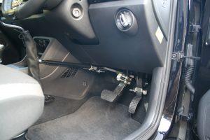 手動運転装置「カロスピードメノックス」付きレンタカー「オデカレンタカー」。フォルクスワーゲンUP!