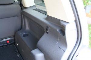 フォルクスワーゲンゴルフトゥーランに後付け改造した車いす収納リフト「KIVI製のピラーリフト」