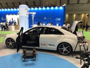 HCR国際福祉機器展に株式会社タスクが出展。メルセデス・ベンツS550ロング、トヨタヴェルファイヤのデモカー2台を期間中展示しました。