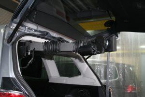 イタリア・キヴィ勢の車いす収納装置「ピラーリフト」をスバルフォレスターに取付ける。