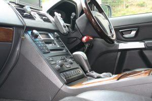 ボルボXC90に手動運転装置「カロスピードメノックス」を後付け改造する
