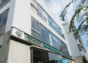神戸トヨペット西神中央でハリアーの改造商談中!