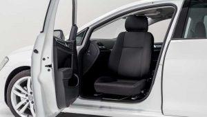 フォルクスワーゲンPoloの助手席を回転シート「ターンアウト」に改造