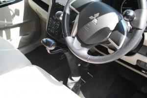 三菱ekワゴンに手動運転装置「カロスピードメノックス」を取付け福祉車両にカスタマイズ(改造)