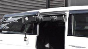 車いす収納装置。イタリア・キヴィ製「ピラーリフト」