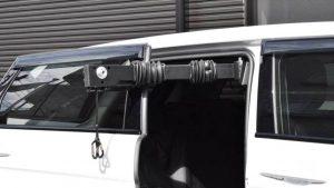 スライドドアと車いす収納装置「イタリア・キヴィ製のピラーリフト」の組み合わせが最高!