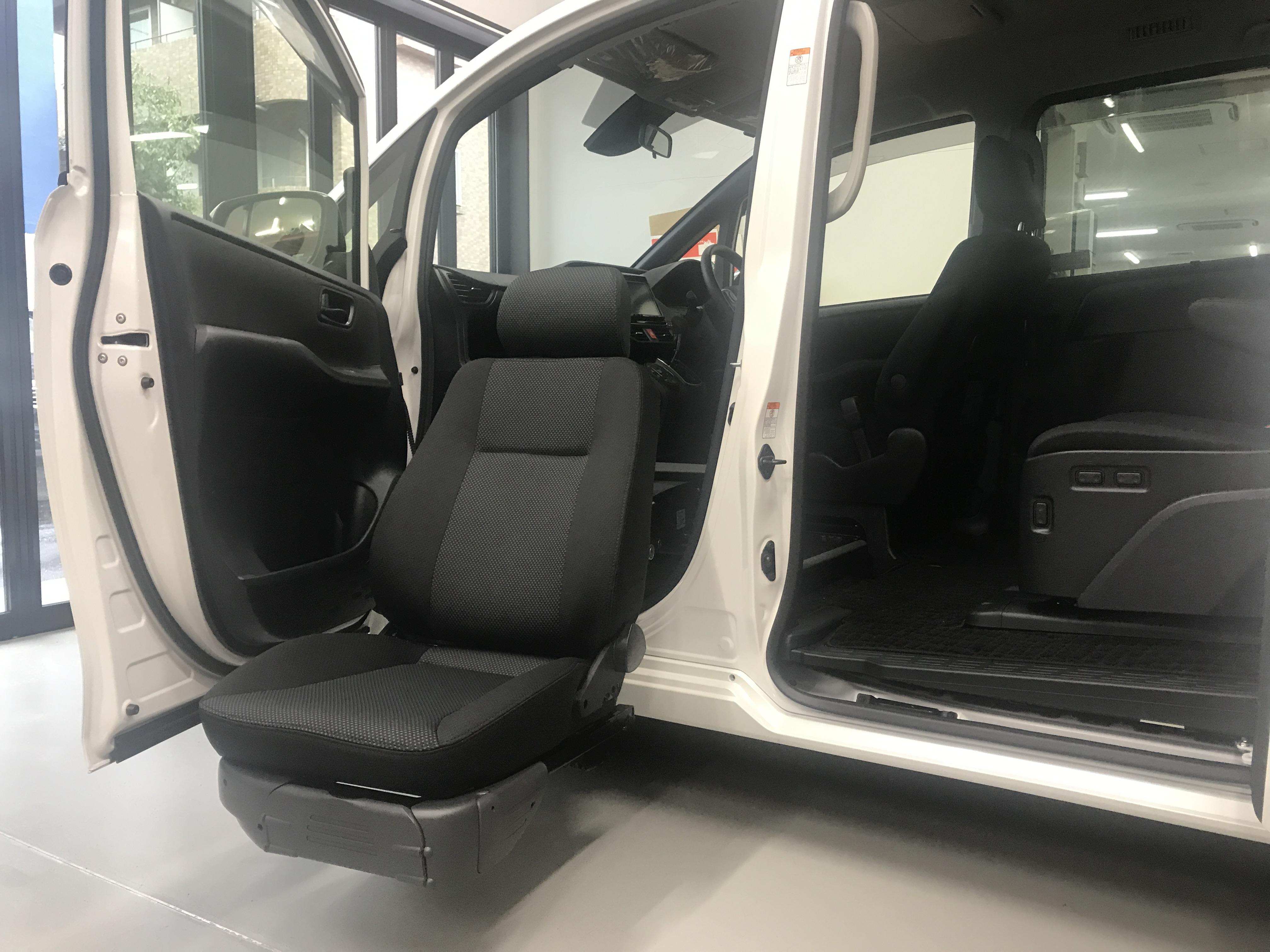 福祉車両改造事例-トヨタ ヴォクシー×後付けリフトアップシート