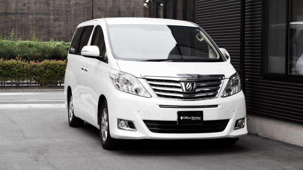 トヨタ アルファードの助手席に、ブラウンアビリティ製リフトアップシート ターニーエヴォを導入。