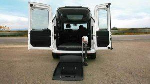 フィアット ドブローに、イタリア・フィオレラ製車いすリフトF360スリムフィットを導入。