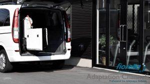 メルセデスベンツ Vクラスに、イタリア・フィオレラ製車いすリフトF360スリムフィットを導入。