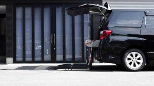 トヨタ アルファードに、イタリア・フィオレラ製車いすリフトF360スリムフィットを導入。