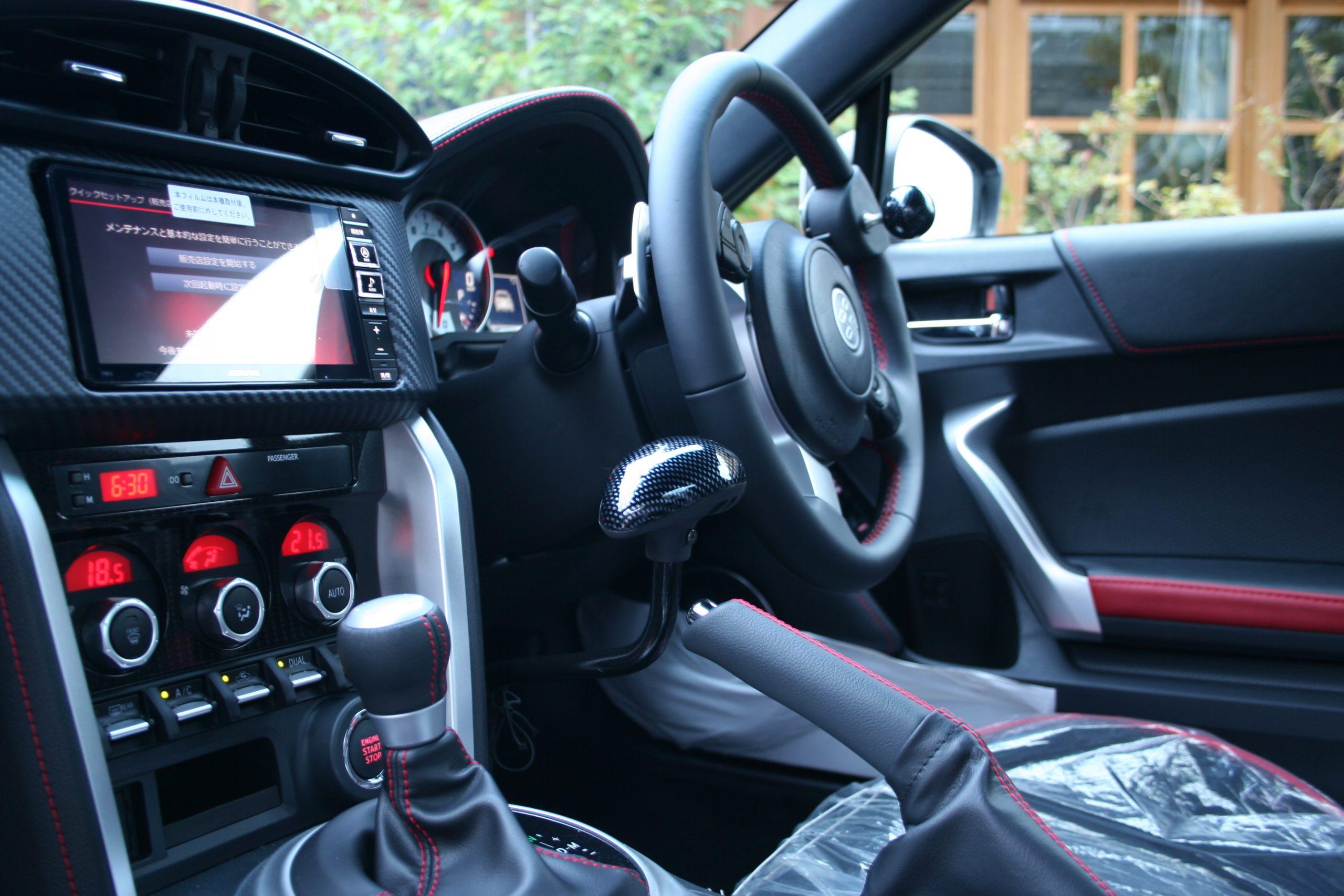 福祉車両改造事例-トヨタ86×手動運転装置