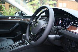 """フォルクスワーゲン パサートヴァリアントに、イタリア・KIVI(キヴィ)製手動運転装置""""アクセルリング&ブレーキレバー""""を導入。"""