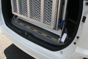 トヨタ NOAH(ノア)に、スウェーデン・フィエル製車いすスロープ フィエルランプBGR25-3を導入。