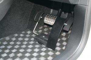 """メルセデスベンツ A220dに、ブラウンアビリティ製 左アクセルペダル""""クイックリリース""""を導入。"""