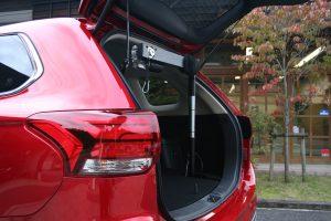 福祉車両改造-三菱アウトランダー×車いす収納装置「カロリフト40」
