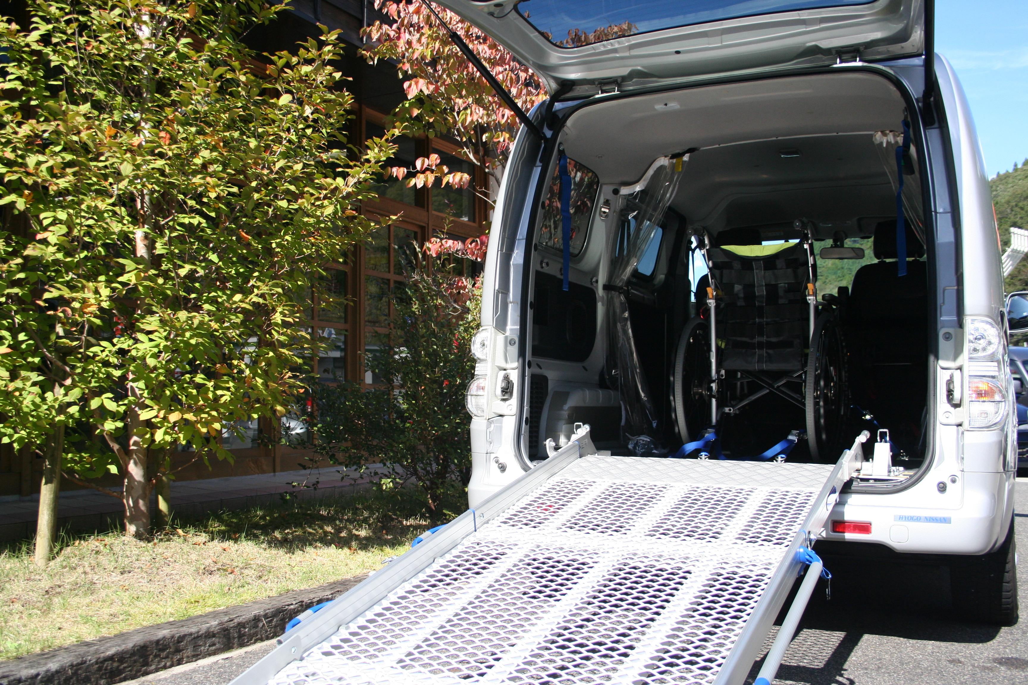日産 e-NV200×車いすスロープ フィエルランプ