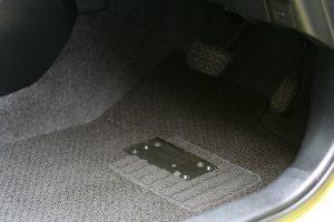 """トヨタ ヴィッツに、イタリア・キヴィ製 """"左アクセル""""を導入。"""