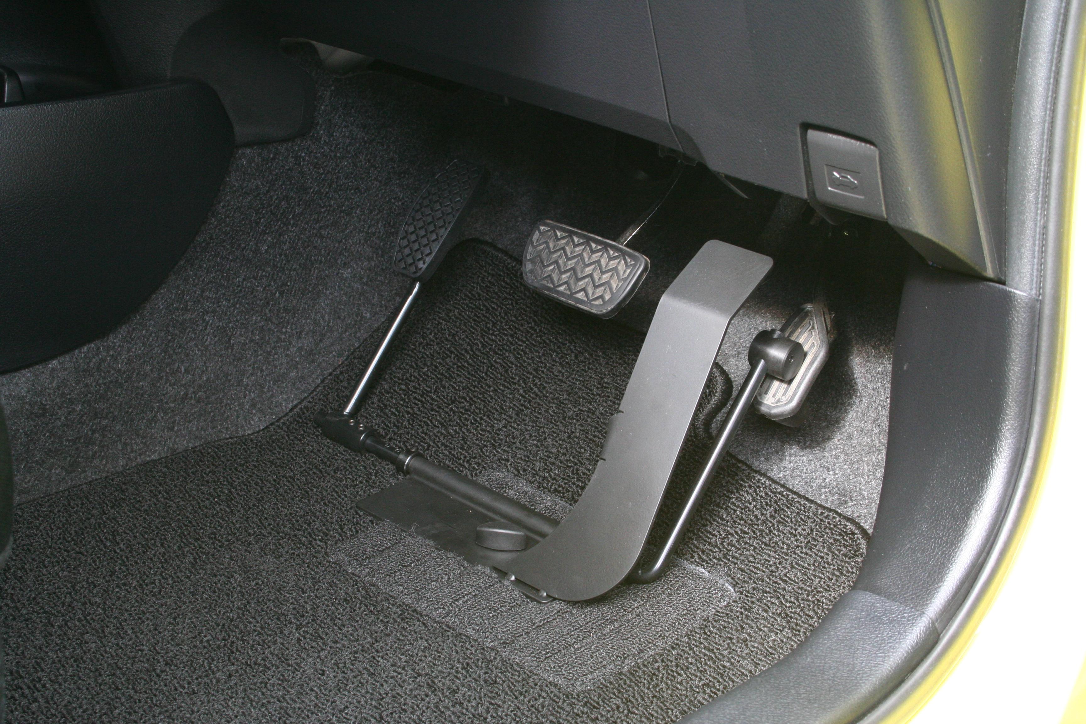 トヨタ ヴィッツ×左アクセルペダル KIVI左アクセル