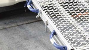 後付け可能な車いすスロープ。スウェーデン・フィエル製「フィエルランプ」