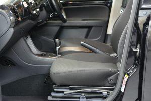 フォルクスワーゲン アップ(UP!)の助手席に、ブラウンアビリティ製回転シート ターンアウトを導入。