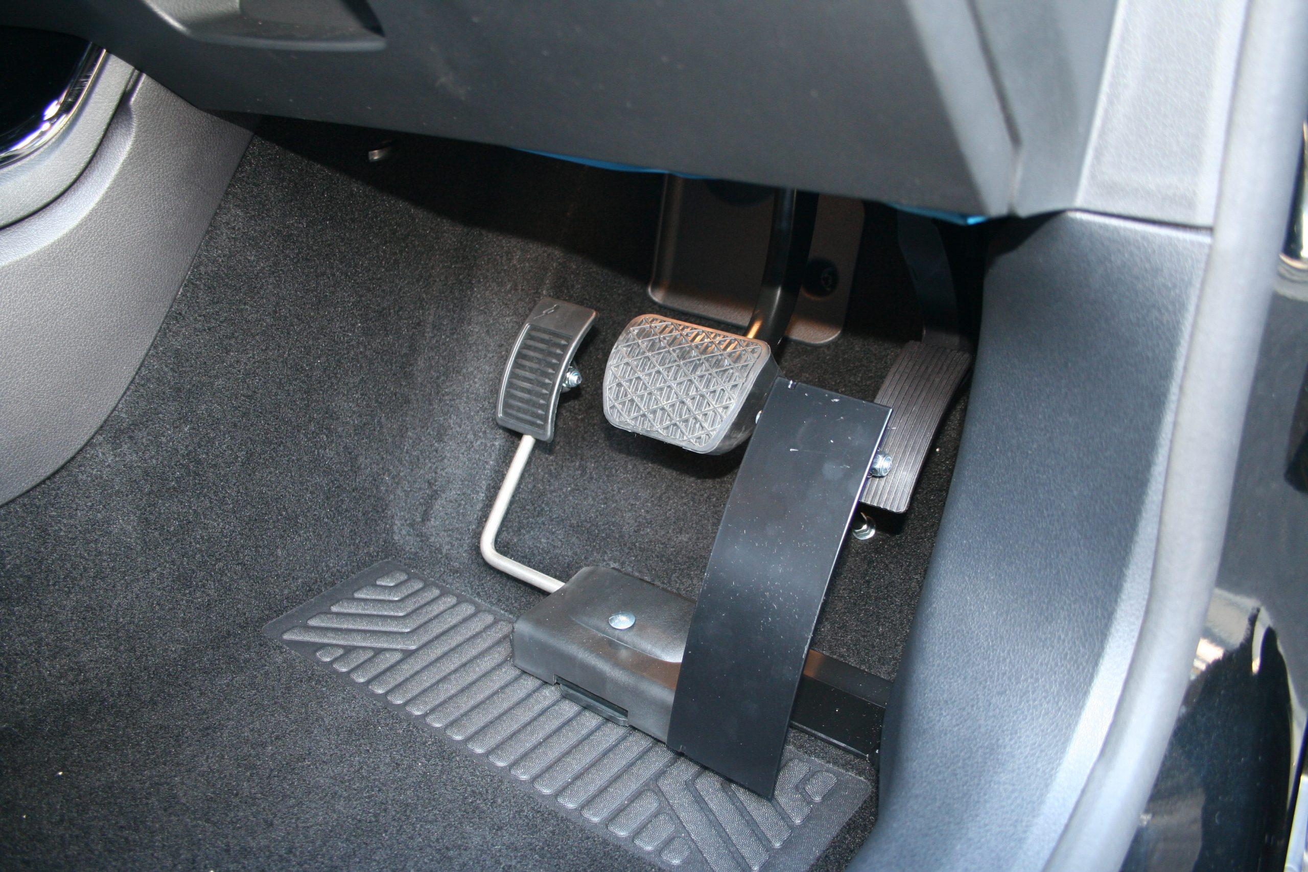 福祉車両改造事例-メルセデスベンツAクラス×左アクセル