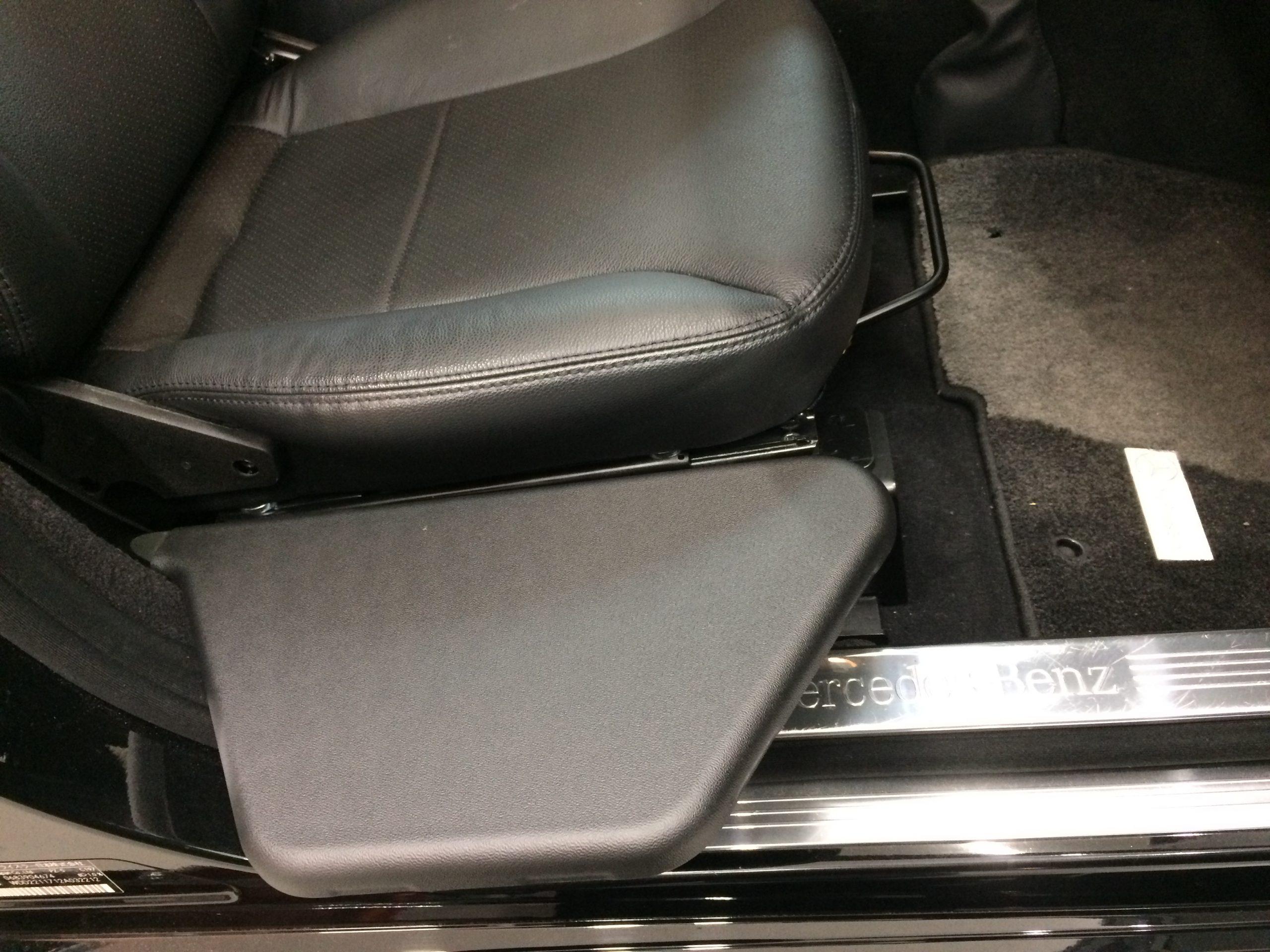 福祉車両改造事例-メルセデスベンツCクラス×移乗ボード
