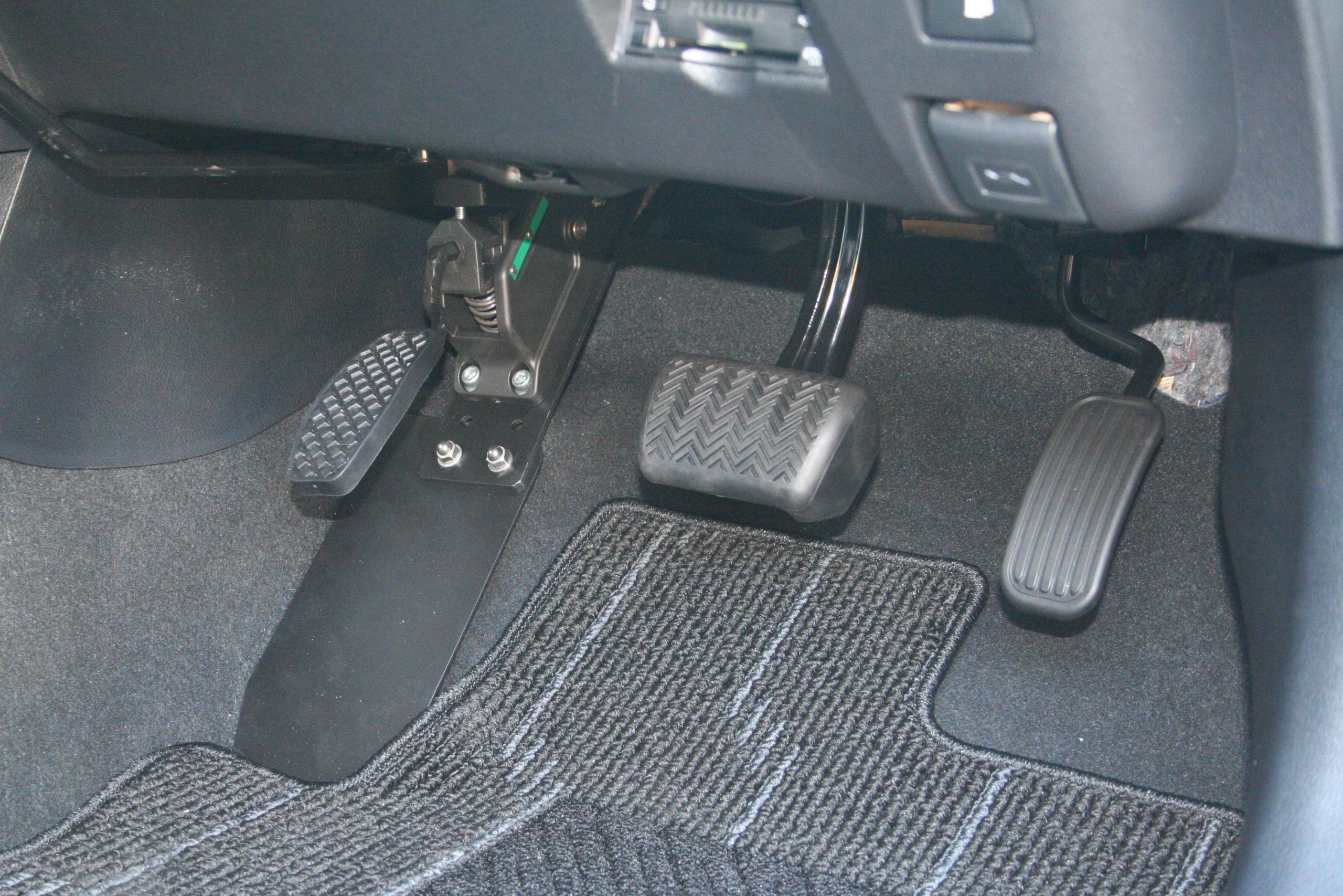 トヨタ プリウスに、左アクセル電子式モデル[DSSE10EL]を導入。
